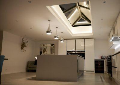 roof-lantern-at-night
